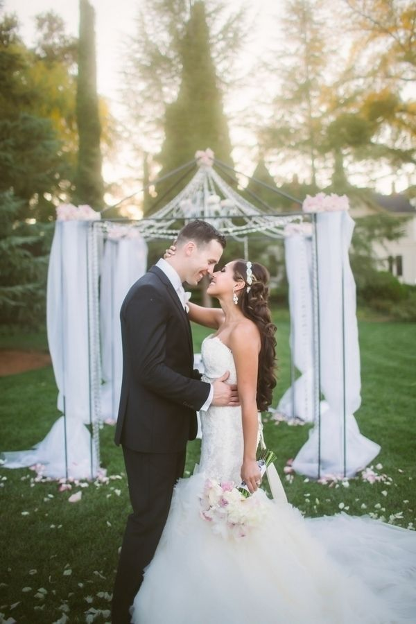Long curly bridal hair | Photo by The Bird & The Bear - Photography & Films