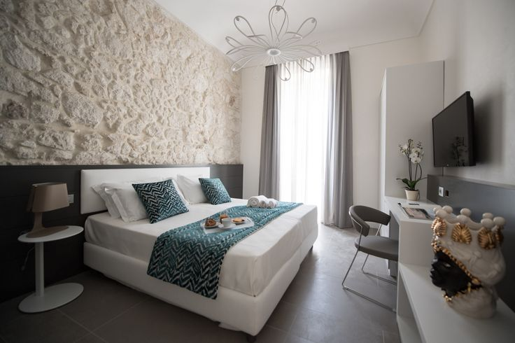 Luxury Holidays in Sicily? Caportigia is the only Boutique Hotel in Syracuse. Choose the room, find the services and book at the best price.