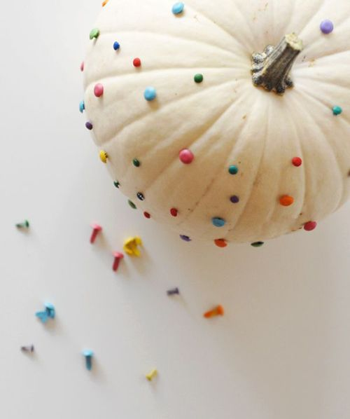 Use colorful pushpins to make a confetti pumpkin. #halloween #pumpkin #decorating