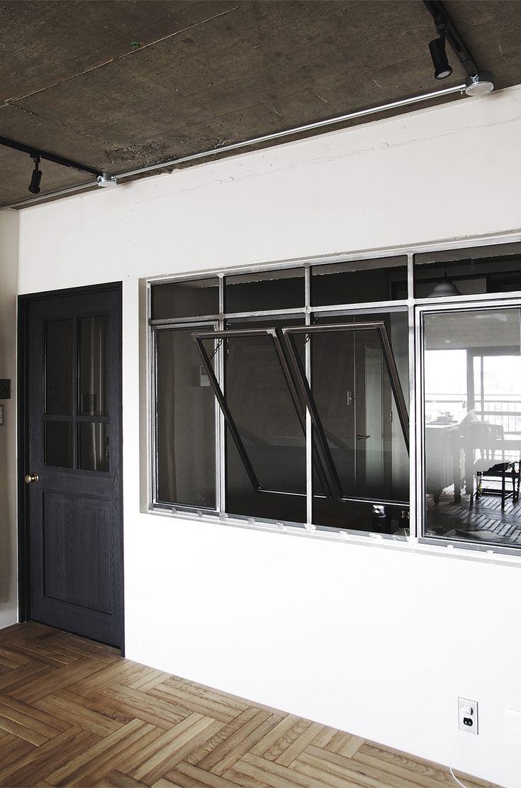 オリジナルスチールサッシの回転窓 by EIGHT DESIGN