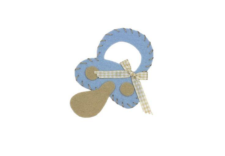 Chupete de fieltro, que podrás personalizar con el color que tu elijas dentro de tu cuadro Cokutín. www.cokutin.com
