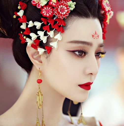 "The TV show ""The Empress of China"" has been a hit since its launch. Bing-Bing Fan, who has participate in ""X-men: Days of the Future Past"" as Blink, is playing the main character, Empress Wu. Altho..."