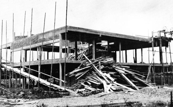 Villa savoye poissy france 1928le corbusier architecture pinterest l - La villa savoye wikipedia ...