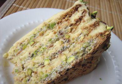 Fıstıklı Turta Fransız mutfağının lezzetli tatlılarından biri. Turta kreması ve Antep fıstığının harika birleşimi ağızda gerçek bir şölen yaratıyor. Tarifi;