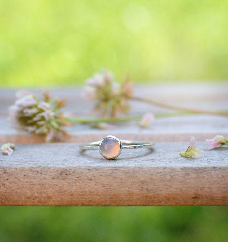 něžný+růžový+-+Ondra&me+-+AG+prsten+Krásně+něžný+a+ženský+prsten+:)+s+přírodním+Chalcedonem,+který+je+dílem+našeho+brusiče+Ondry.+Jemně+měnivá+barva,+bílo+růžovo+fialovo+žluto+překrásná+:)+Než+si+zboží+objednáte,+čtěte+prosím+tyto+důležité+informace,+kde+sděluji,+co+je+možné+či+nemožné:+https://www.fler.cz/my-love#nez-objednate+Průměr+kamínku+je+4...