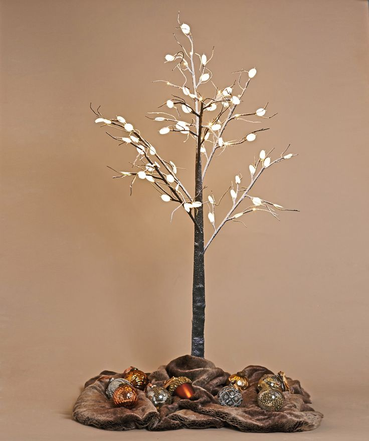 Paul Costelloe Living Christmas tree