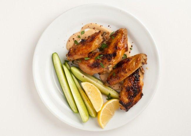 Φτερούγες κοτόπουλου με σάλτσα από ταχίνι | InfoKids