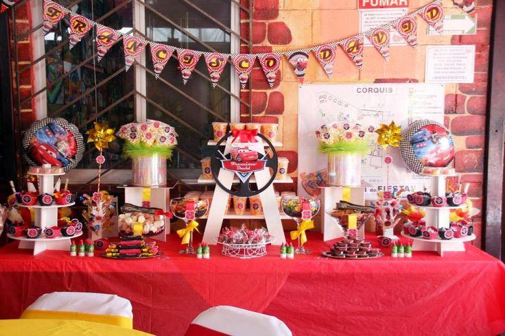 Mesa de Dulces y botanas de Cars  www.mesadedulce.com www.facebook.com/okmira.eventos