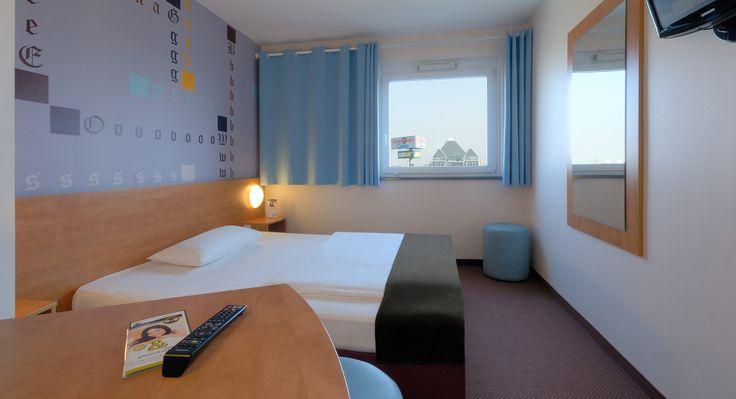 Zimmer mit französischem Bett im B&B Hotel Mainz-Hechtsheim