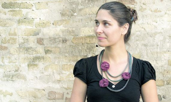 Felted necklace with flexibile flowers