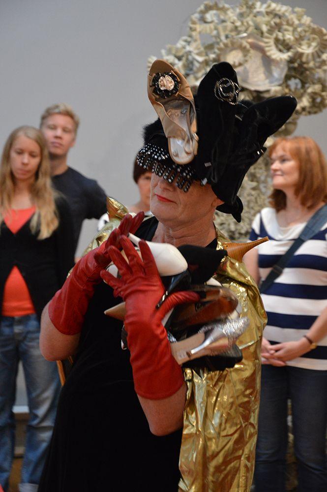 Moosa Myllykankaan Pyörin ja pyörin -performanssin musiikista vastaa Ainoo Elina. Luuppi, Oulu (Finland)