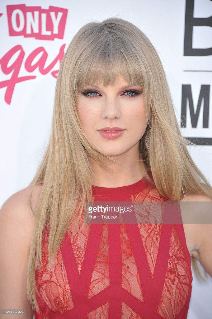 Singer Taylor Swift arrives at the 2012 Billboard Music Awards held at the MGM Grand Garden Arena.