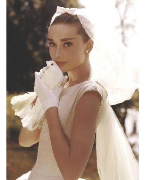 Audrey Hepburn en robe de mariée sur le tournage du film Funny Face http://www.vogue.fr/mariage/inspirations/diaporama/robes-de-marie-vintage-vues-sur-pinterest-dior-ysl-balenciaga-pierre-cardin-birkin-bardot/22344#audrey-hepburn-en-robe-de-marie-sur-le-tournage-du-film-funny-face