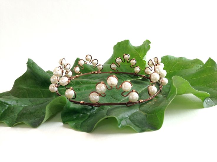 Like a Bauer princess. Wire work crown with freshwater pearls. From my studio. Will  come soon in webshop. #wedding