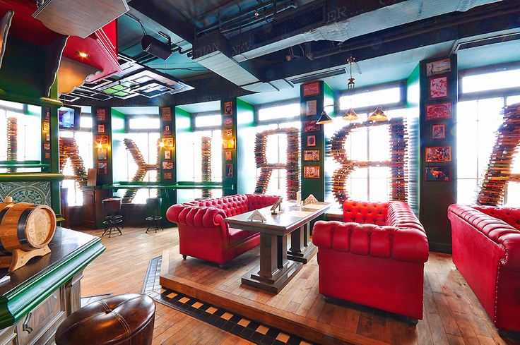 Новый авангардный ресторан FABRIKAКУХНИ открылся в развлекательном комплексе «Горный Хрусталь» в городе Пермь. Над его оформлением работал дизайнер Артемий Саранин, представляющий студию ALLARTSDESIGN, совместно с ресторатором Борисом Кулинским. Само здание было построено в 1932 году и отличается достаточно интересной планировкой с большим количеством колон.
