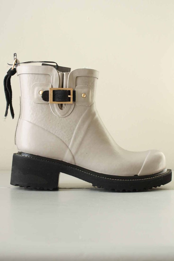 INIS | ILSE JACOBSEN: Lined in a soft fleece these short wellies are super comfortable to wear.