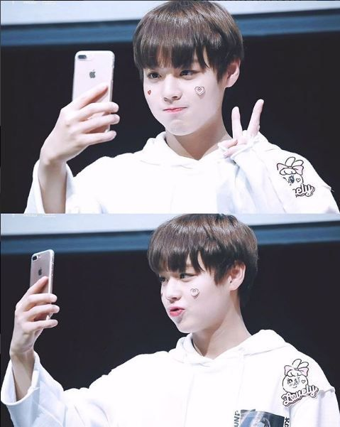 Wanna One First Fansign - Park Ji Hoon