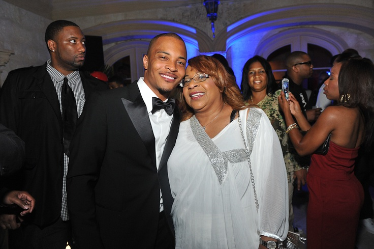 Rapper T.I. and his mom celebrate his 32nd BIRTHDAY At ...
