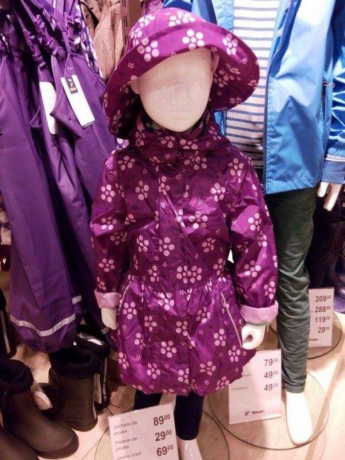 Vreme ploioasă? Îmbrăca-ți fetița într-o jachetă de ploaie chic!