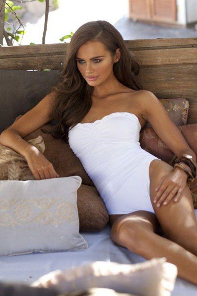 Preferisci il costume intero al bikini? Ecco 25 modelli che potresti scegliere per quest'estate...