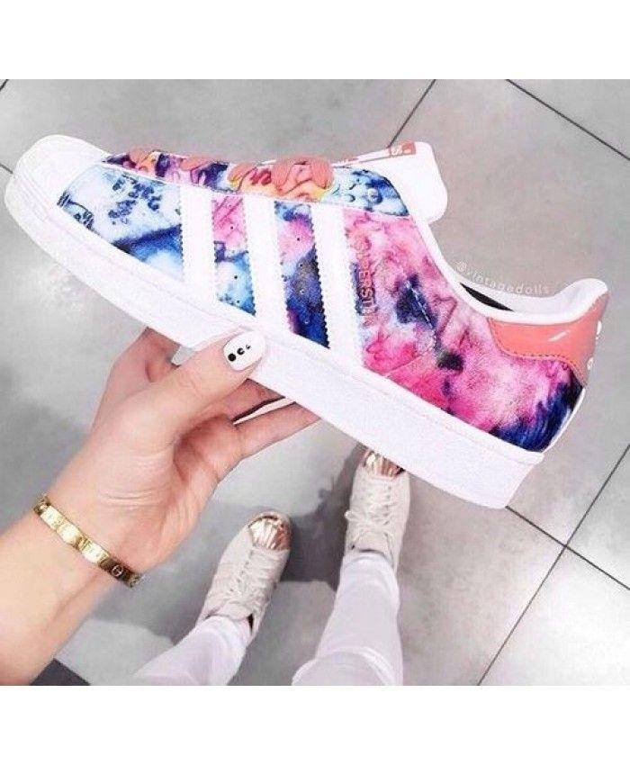Chaussures Adidas Superstar Floral Eau Couleur Pour que vous puissiez créer un élégant et confortable styles Adidas au printemps.