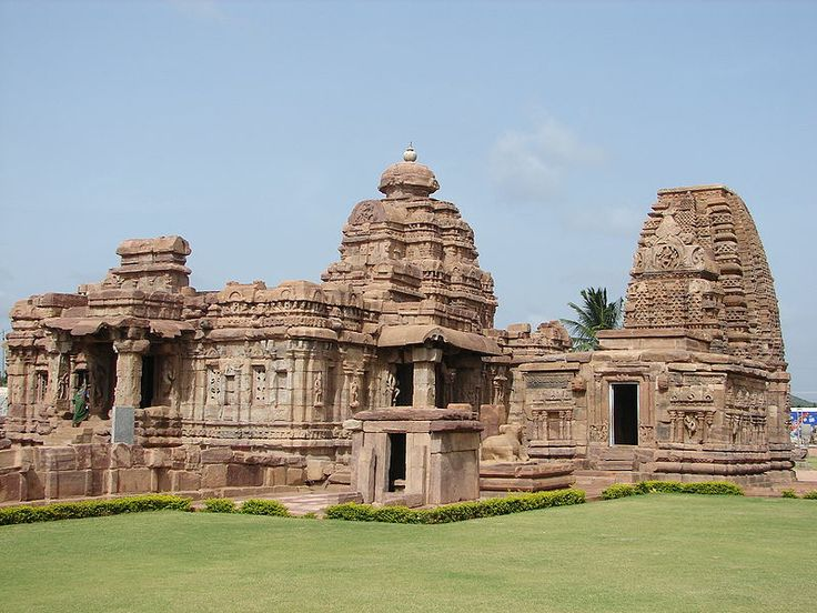 Mallikarjuna temple in dravidian style and Kashi Vishwanatha temple in nagara style at Pattadakal, built 740 CE