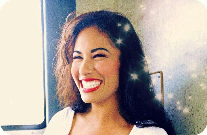 the life and times of selena quintanilla perez Selena quintanilla perez was shot during a meeting with yolanda saldivar, 32, the founder of her fan club who had become her personal assistant saldivar was charged with her murder about 600 relatives, friends and music industry officials attended the funeral.