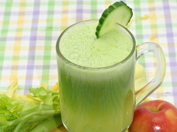 Фреш из огурцов и яблок с мякотью, с добавлением зелени сельдерея