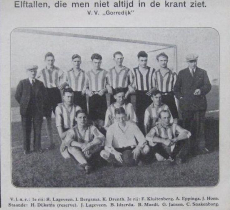 """Gorredijk - voetbalelftal v.v.""""Gorredijk""""- afbeelding uit het tijdschrift """"De Prins"""" 26 november 1931"""
