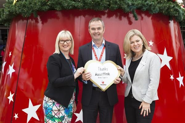 Sydney Airport and Variety launch the Airport Community Christmas Giving Appeal Christmas bells are ringing at Sydney Airport. Assetlink's Andrew Valencour attended the event to place Assetlink's bronze heart on the beautiful 10-metre high Christmas tree at the International terminal