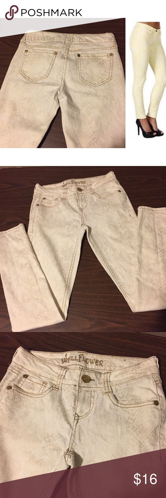 Snake print snakeskin jeans Cream/white colored jeans with metallic gold snake print. Excellent used condition. Please comment below if you have any questions:) Wallflower Jeans Skinny