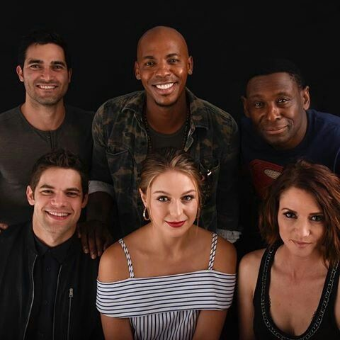 Another stunning pic of Supergirl cast #Supergirl #SDCC2016