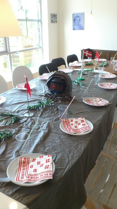 A military poncho as table cloth for a 9 year old`s birthday party, theme: Call off duty