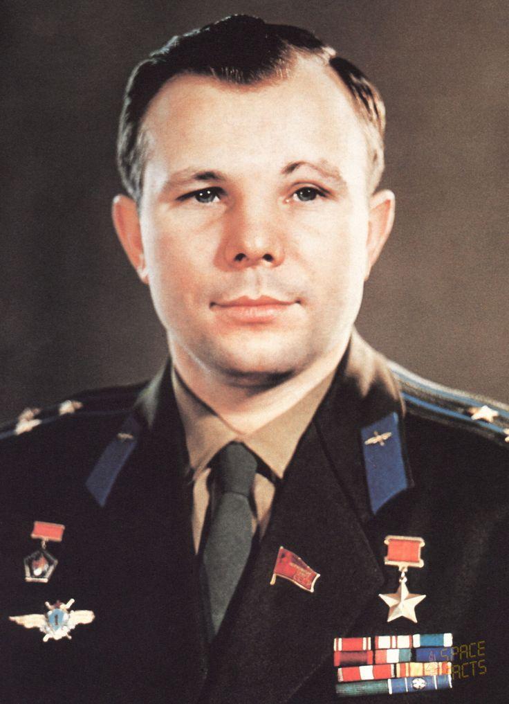 http://www.esa.int/var/esa/storage/images/esa_multimedia/images/2011/03/yuri_gagarin2/9730156-3-eng-GB/Yuri_Gagarin.jpg