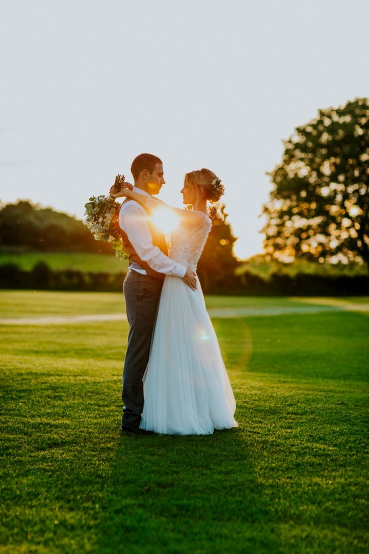 Sunset couple photos away from the hustle and bustle. Photo by Benjamin Stuart Photography #weddingphotography #sunsetphoto #sunset #couplephoto #brideandgroom #countrywedding #ukwedding