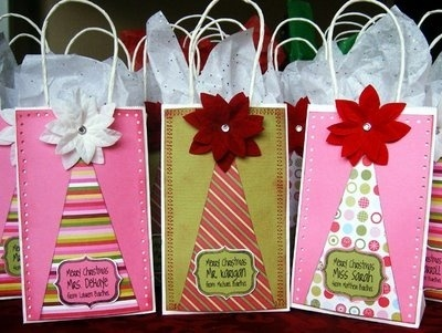 Festive way to decorate christmas bags