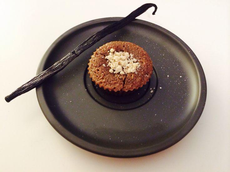 Chocolate fondant Recipe: 50g sugar, 50g butter, 100g chocolate, 1 egg, 1 egg yolk.