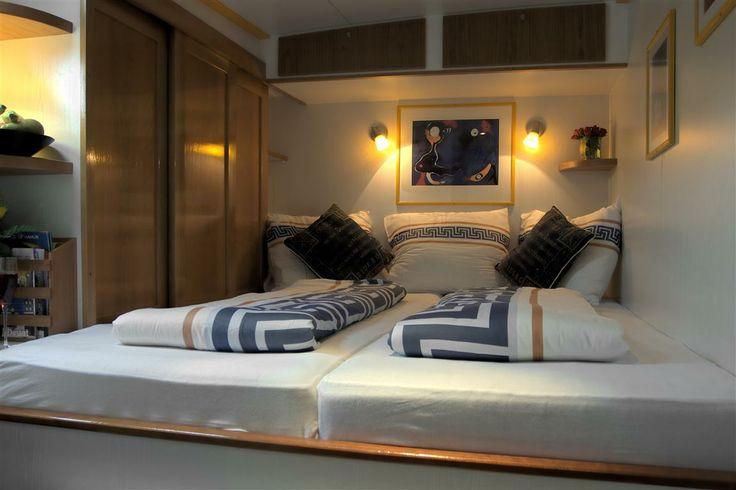 Ruime slaaphutten aan boord van Salon Yacht Miro in Maastricht. Overnachtingen al te boeken vanaf €47,50 per persoon.
