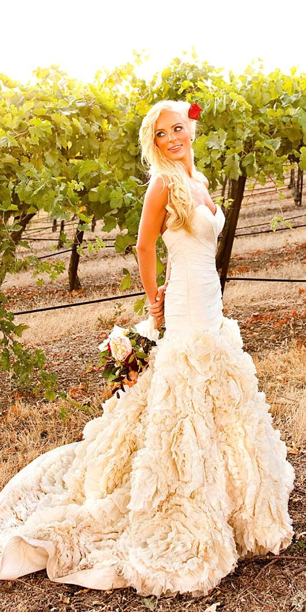 18 Beautiful Feather Wedding Dresses -Trend For 2016 ❤ See more: http://www.weddingforward.com/feather-wedding-dresses/ #wedding #dresses