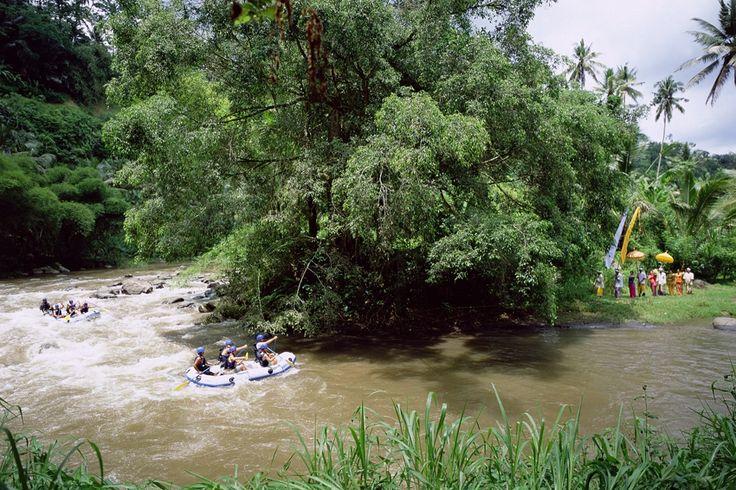 Perjalanan wisata yang akan memacu adrenalin anda serta nikmati keindahan budaya Bali dengan melihat Pura dan juga peninggalan kerajaan Ubud. More info: http://fantasticbali.com/paket-wisata/wisata-ubud-dan-rafting.htm
