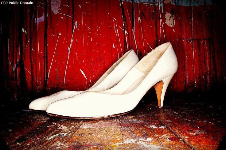 2006-2016: 1740 donne uccise in Italia   1251 in famiglia 846 nella coppia 224 per mano di un ex compagno fidanzato o marito (dati: Panorama.it)  Anche questo è #8marzo  #festadelladonna #woman #women #womenfashion #womenswear #womensmarch #womensrights #womenpower #heel #heelsaddict #heelporn #lottotuttolanno #whiteshoes #shoes #shoesoftheday