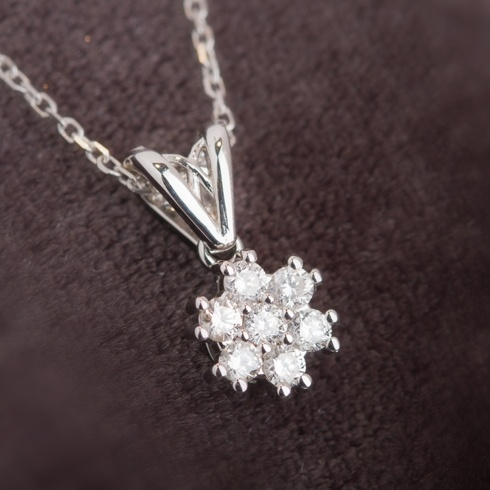 Lantisor cu pandantiv si diamante - C046
