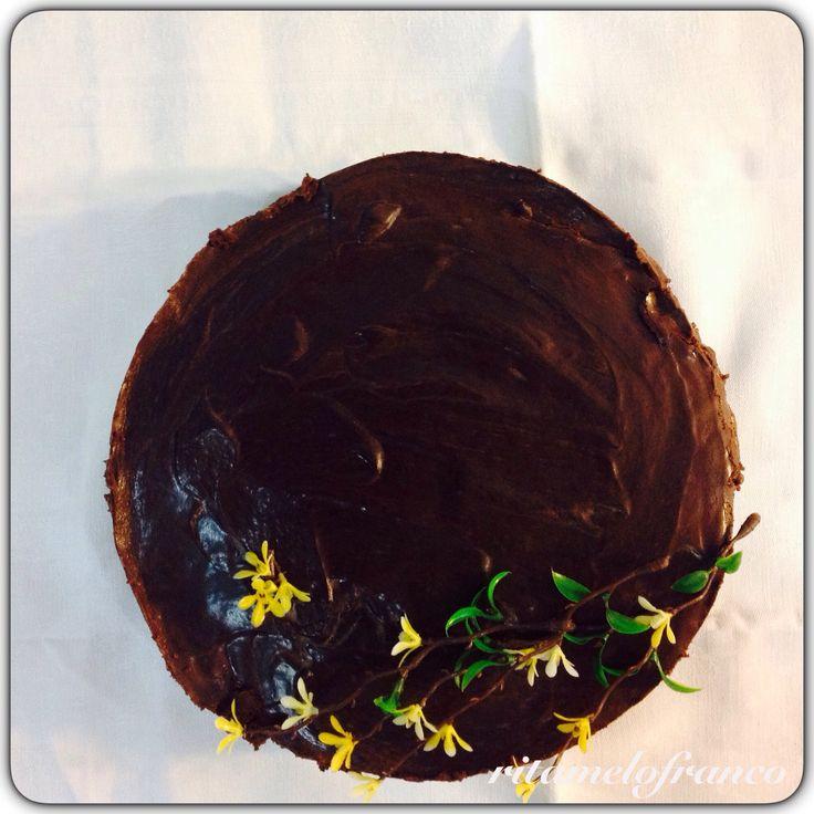Bolo de Suspiro com Mousse Gelatinada e Ganache de Chocolate Negro