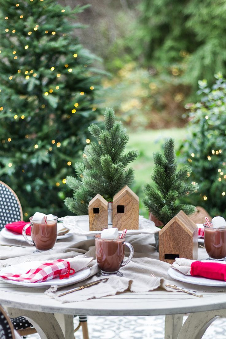 Simple Outdoor Christmas Table Decorating A Christmas Tablescape Tour Christmas Tablescapes Christmas Table Outdoor Christmas