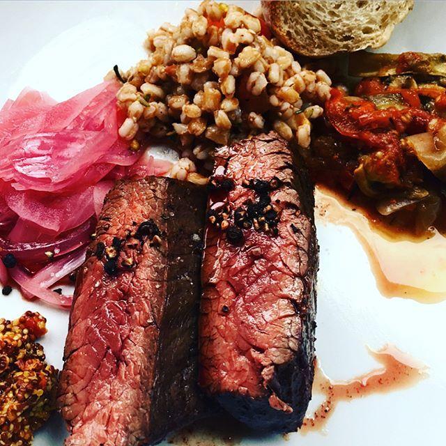 明後日(22日土曜)から白金台のアーヴィングプレイスが約3ヶ月間マルディグラに変身でございます。いろんな意味ですごい…! #ビオトープ #アーヴィングプレイス #マルディグラ #ポップアップレストラン #biotop #irvingplace #mardigras #japan #tokyo #shirokanedai #popup#restaurant #肉 #おにく 約#3ヶ月限定 の特別企画 #ラフェットドゥマルディグラ