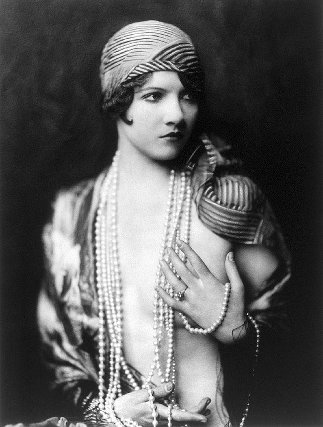 As imagens deste post são retratos feitos por Alfred Cheney Johnston ao registrar o Ziegfeld Follies, que foram produções da Broadway conhecidas por apresentar uma renca de belas mulheres. Florenz Ziegfeld era o nome do lendário homem de negócios que coordenava as apresentações e era considerado um agente extraordinário dos anos 20. Florenz era filho (...)