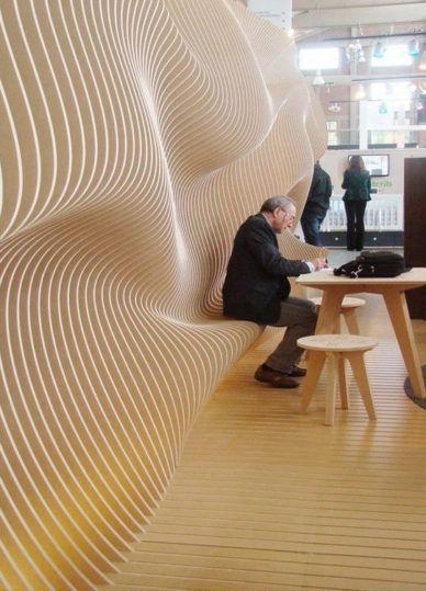 Holz bewegt sich in einer natürlichen Formenarchi…