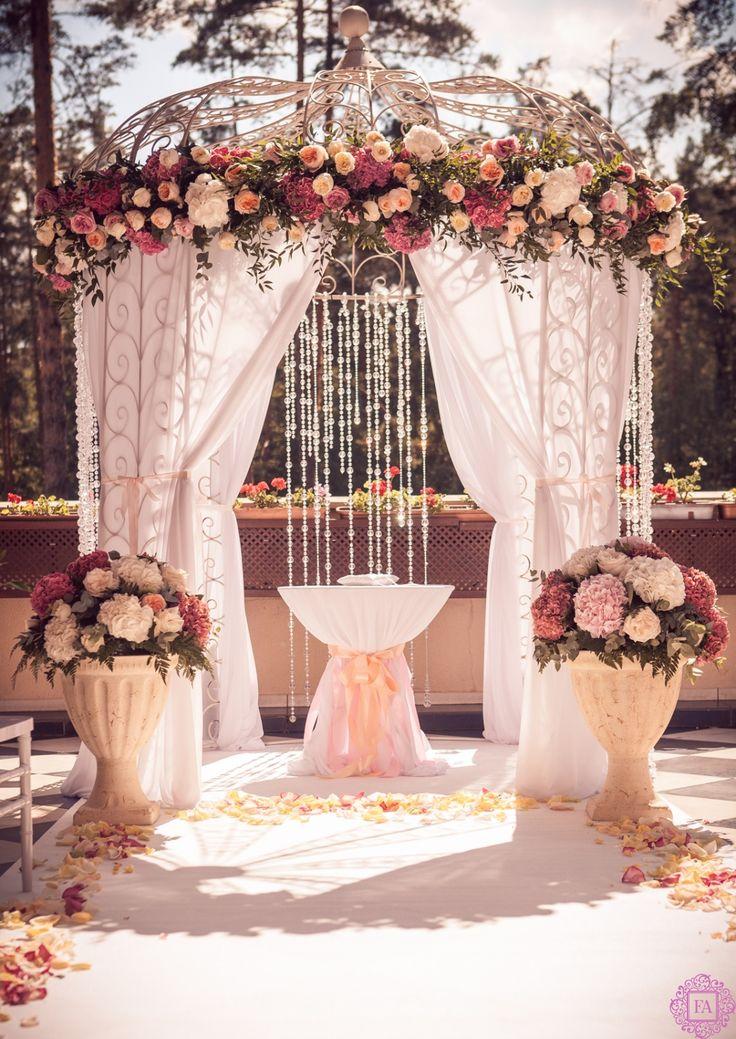 Оформление свадеб цветами в Москве, оформление свадебного зала живыми цветами…