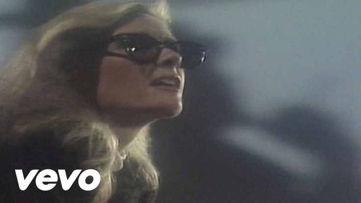 Kim Carnes - Bette Davis Eyes | Stuck in my head today, now somebody else can have it.