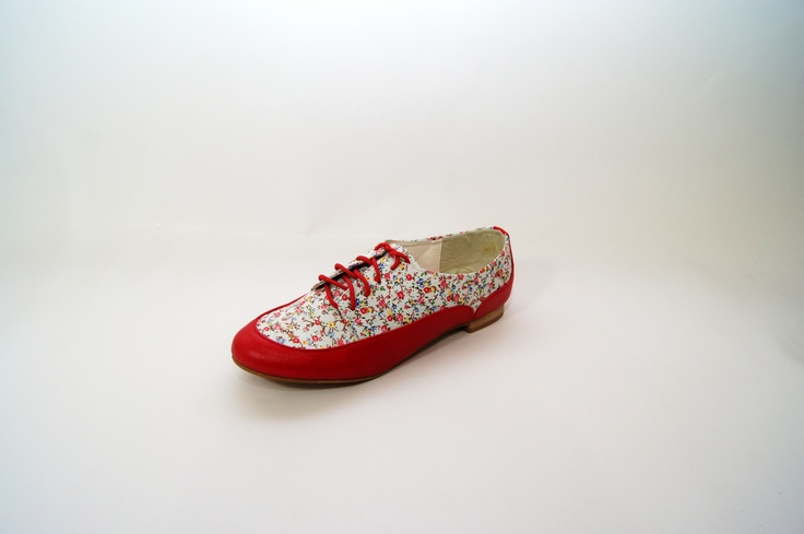 Red & Floral Print Lace Up Ankle Flats   Price: £6.00 http://www.riskyfashions.com/p/Red-andamp;-Floral-Print-Lace-Up-Ankle-Flats_826.html